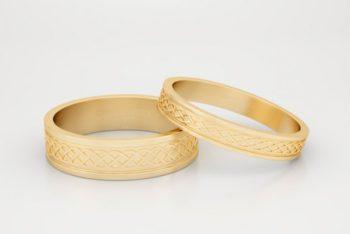 Free Golden Rings Mockup in PSD