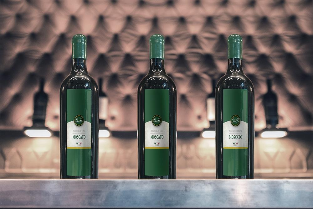 free download wine bottle mockup