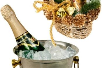 Free Champagne Plus Ice Bucket Mockup in PSD