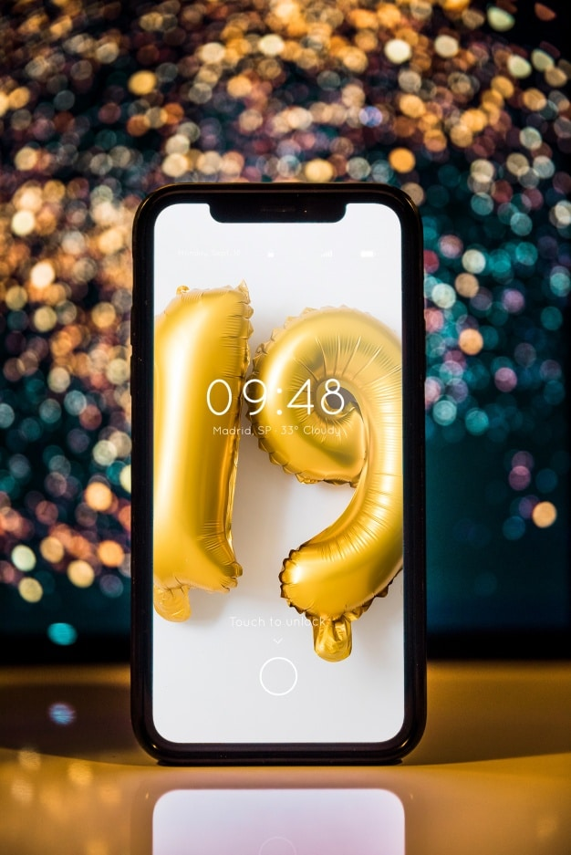 Smartphone Plus New Year Decoration